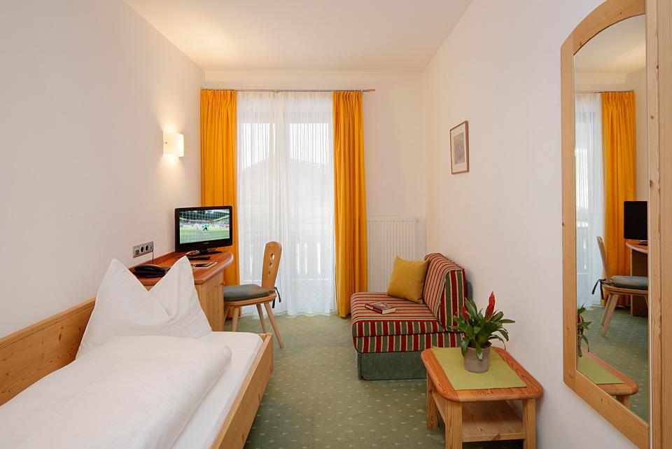 zimmer suiten wohnen im hotel ultnerhof. Black Bedroom Furniture Sets. Home Design Ideas